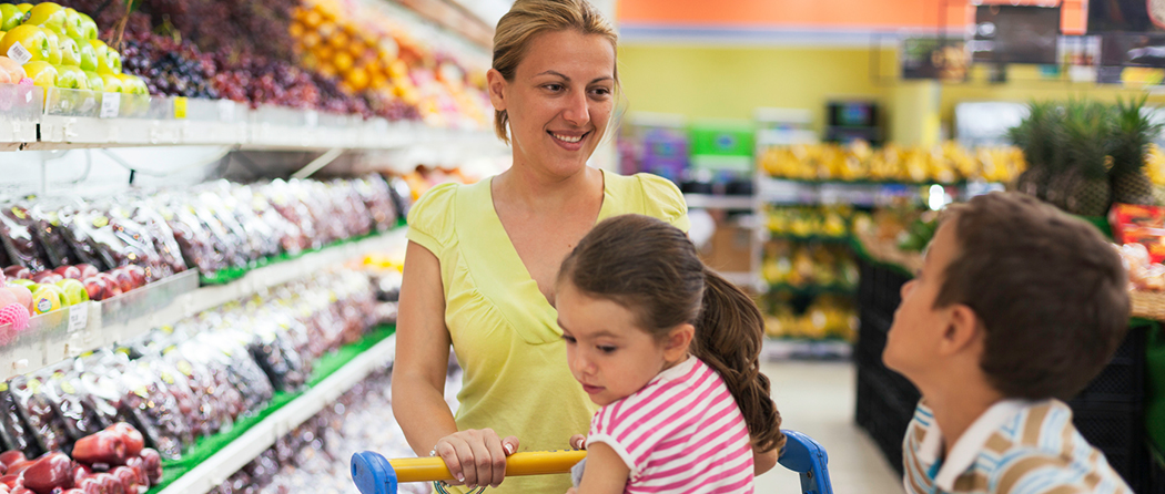 family shopping to eat healthy on a budget