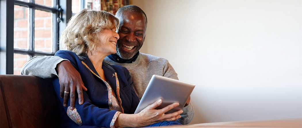 Senior couple looks up answers on the Medicare Advice Center
